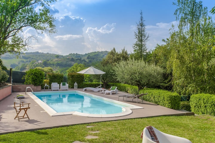 Majestic Villa in Urbino with Private Swimming Pool