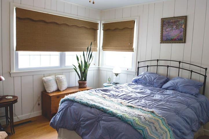 The Lavender Room. A private one bedroom.