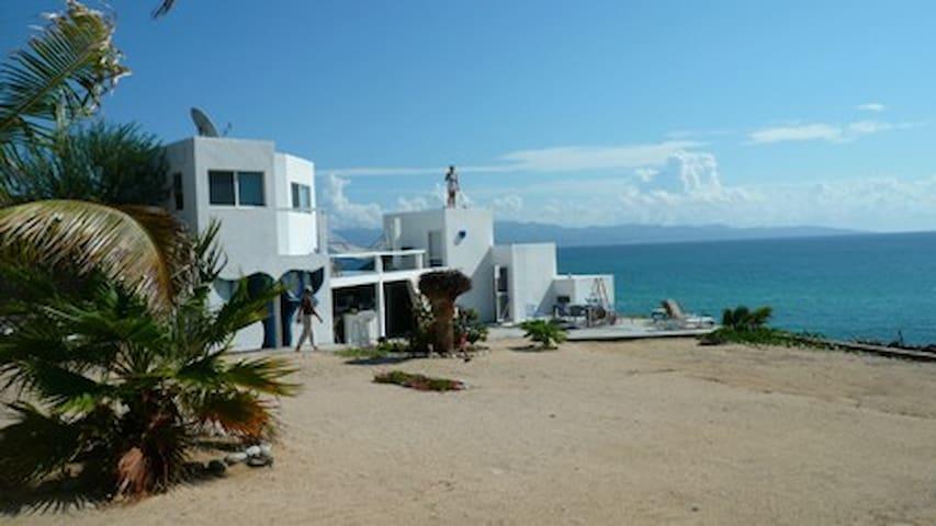 Beachfront LaVentana w/ bath w/ AC - LaVentana - Villa
