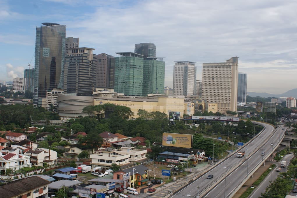 view from balcony - Mid Valley  megamall. Short Walk