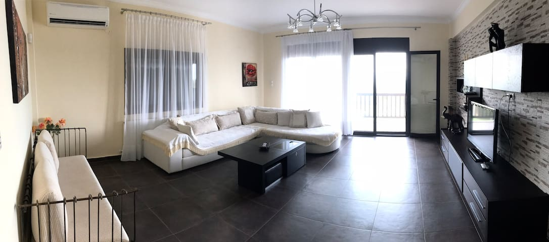 @Spacious Villa, direct beach access and sea view