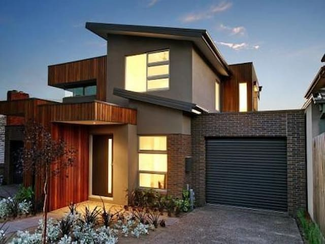 Home away from home - Bentleigh East - Huis