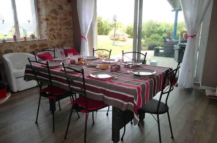Jolie grange restaurée - SAULZAIS LE POTIER - Hus