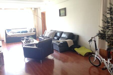 3bed room 2 bath room apartment