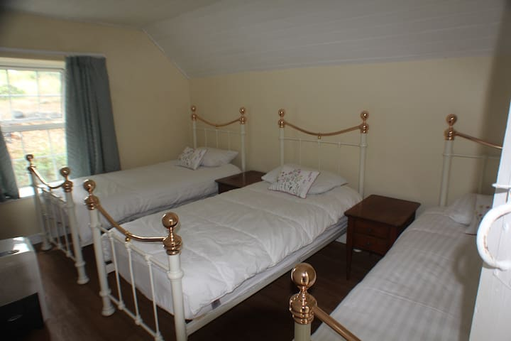 Upstairs bedroom with 3 single beds