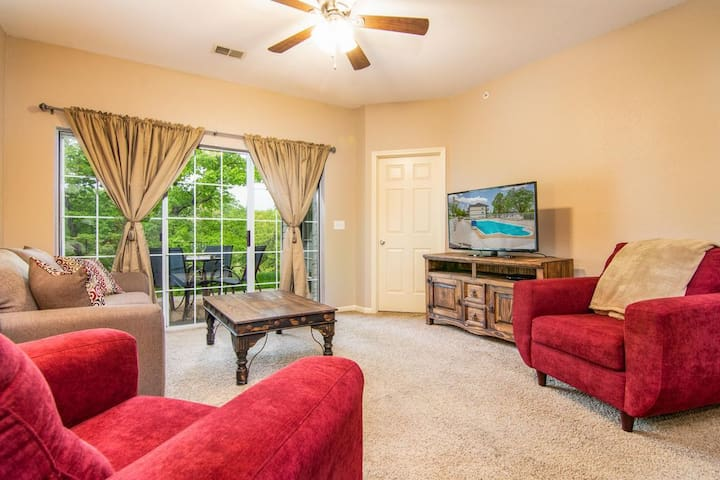 2BR @ Branson Holiday Hills Resort   Pool/Hot Tub
