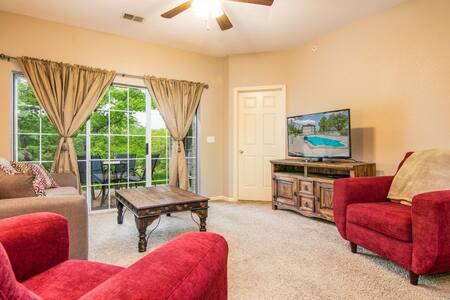 2BR @ Branson Holiday Hills Resort | Pool/Hot Tub