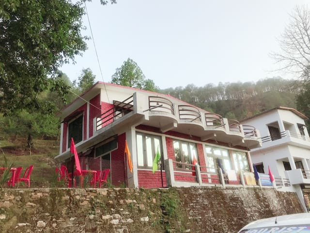 The mountain home stay  Binsar road almora