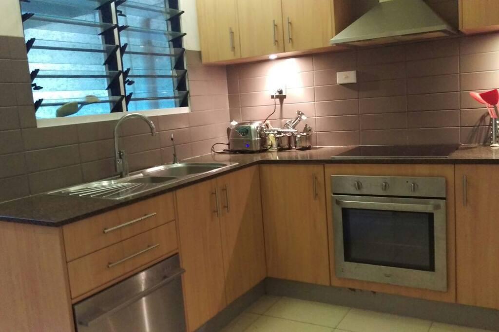 Kitchen, including dishwasher - YAY! ;-)