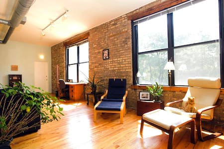 Bright Cozy Wicker Park Loft
