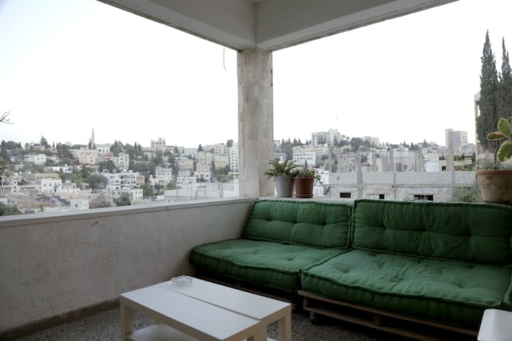 Bedroom in an artists' residency - Amman - Apartment
