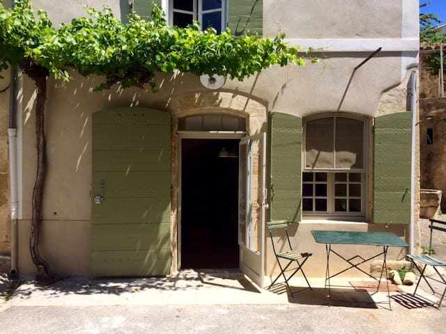 Maison de village au coeur de Lourmarin - Lourmarin - House