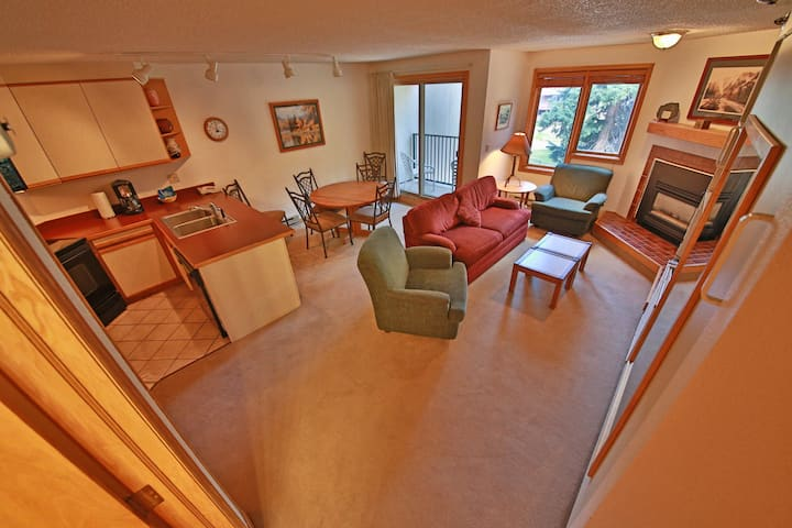 Awesome ski-in/ski-out condo with room for the whole family and indoor parking