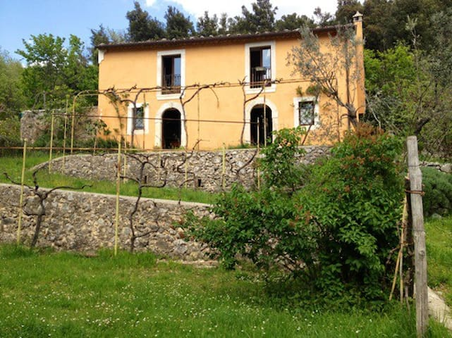 Country house in a wonderful park - Balsorano Nuovo - Huvila