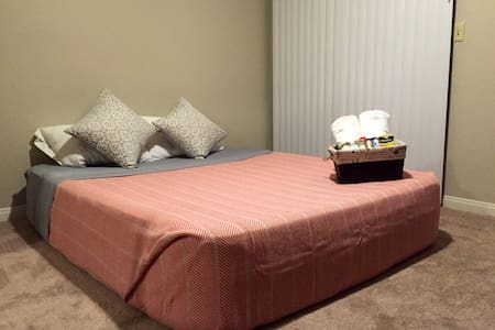 Cozy Condo by Cal State Bakersfield - Bakersfield - Apartment