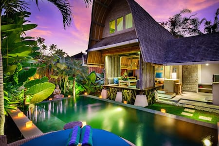 Romantic Luxury Escape in Seminyak