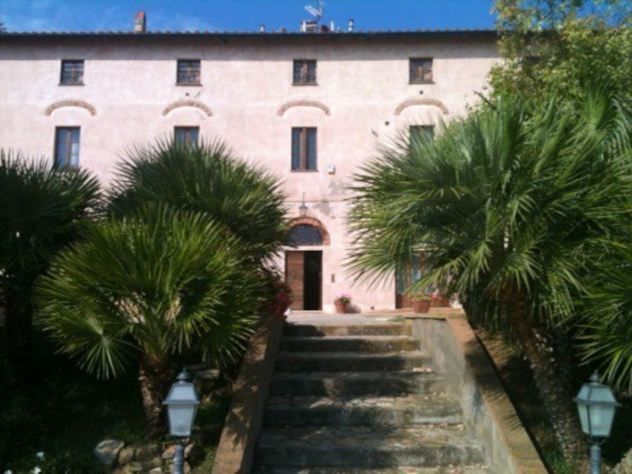 facciata del casale