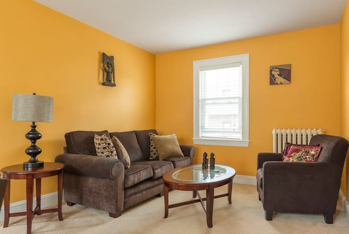 Sunny 3 bed/2 bath-5 min to T- Harvard/MIT/Boston