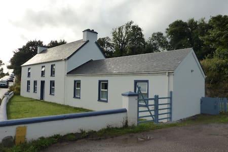 Dingle Way Farmhouse Churchfield - Lispole - Rumah