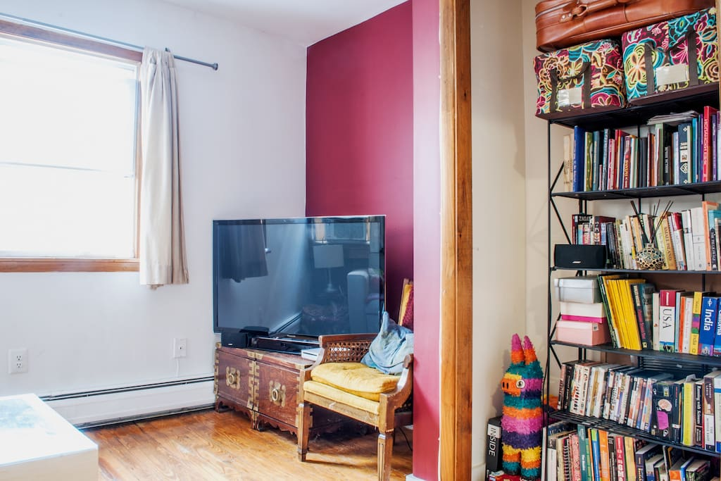 Great, sunny 1BR flat/apt avail!