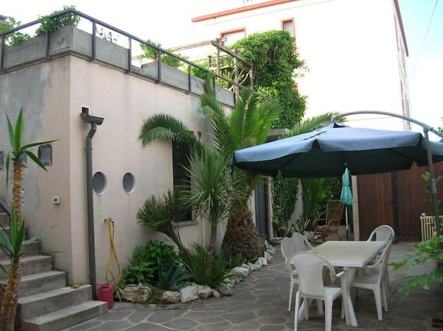 accogliente appartamento c/giardino