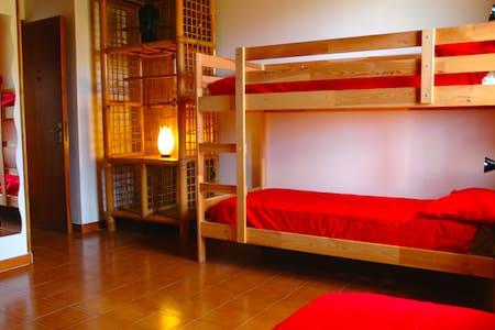ampia stanza in casa meditazione - Piano Maglio-blandino - Bed & Breakfast