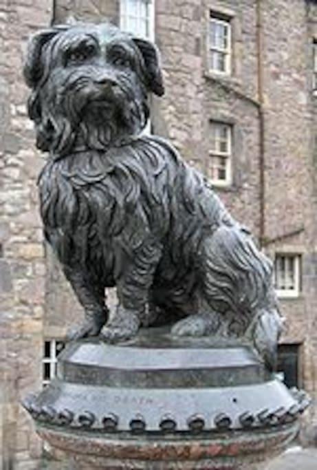 Statue of  Legendary Greyfriars Bobby  (Skye Terrier)