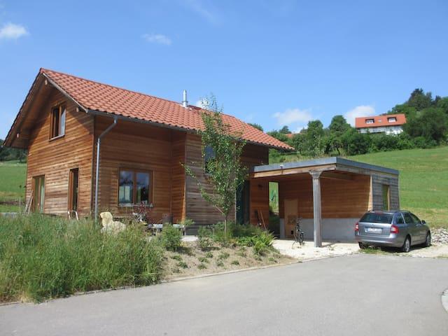 Gemütliches Holzhaus im Grünen - Wangen im Allgäu - House