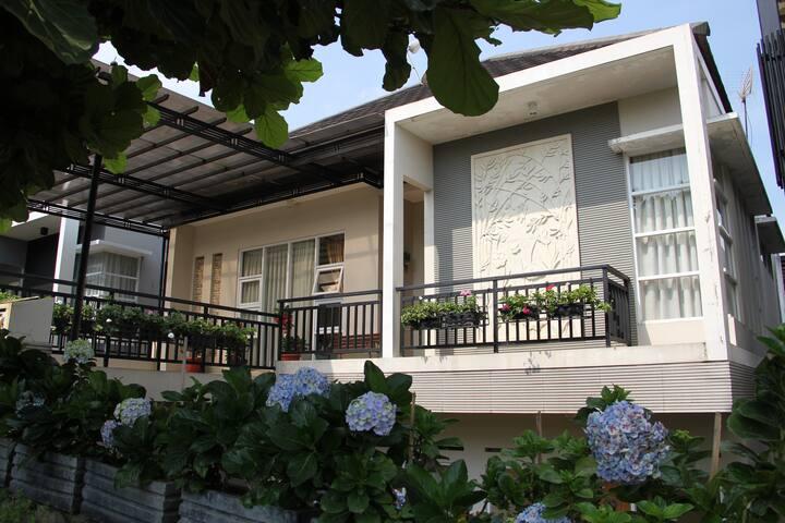 4 BR - Spring Hill Villa Syariah - バンドン - 一軒家