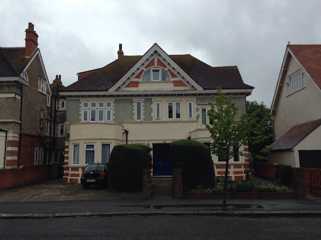 Self contained Ground floor Studio - Folkestone - Byt