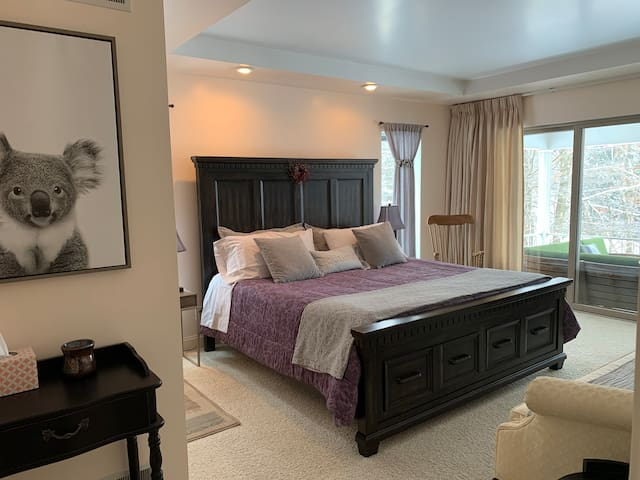 Main bedroom, really comfortable king bed and a private bathroom