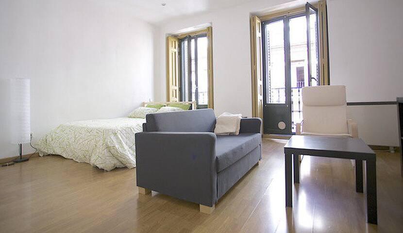 BEST LOCATION GRAN VIA! BALCONIES, AC, WIFI!!! - Madrid - Apartment