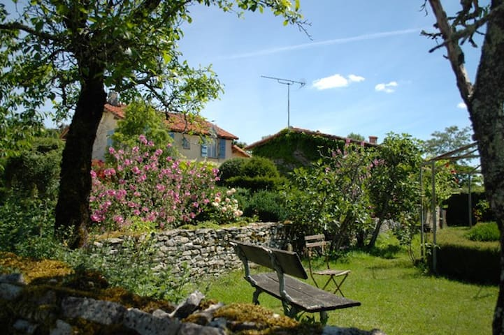 Rural gite in stunning setting - Parzac - House