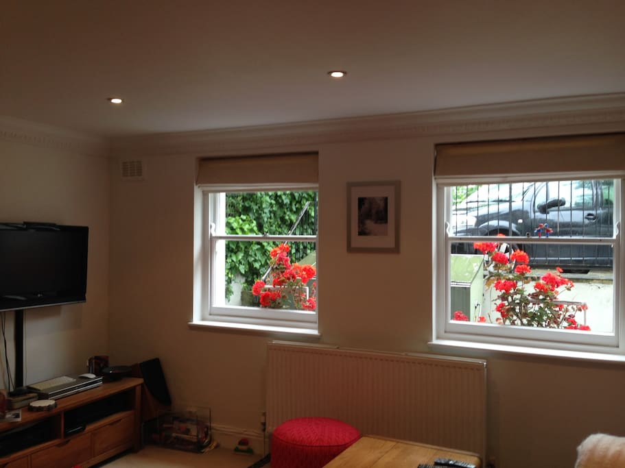 Spacious sitting room with use of Sky TV, DVD and Nintendo Wii