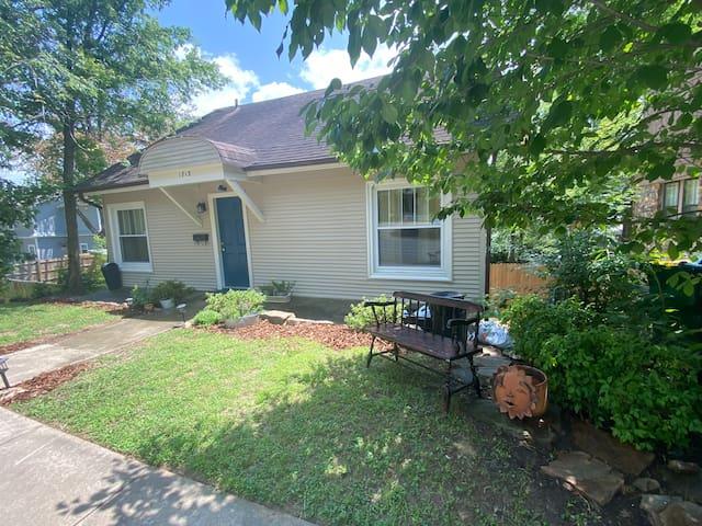 Convenient Cozy Cottage Kavanaugh Blvd Hillcrest
