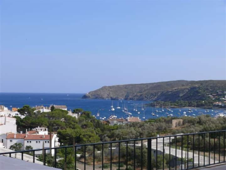 101.64_Three bedrooms apartment with parking place and terrace with sea views