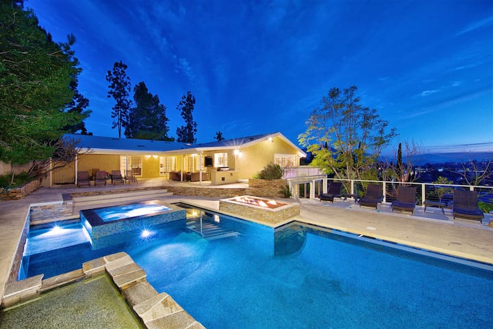 Mount Helix Heaven: Pool, Hot Tub, and Game Room