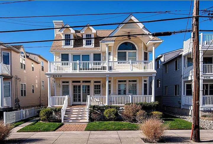Beautiful 4 Bedroom and 3 Bath Condo - Just steps to the beach!!