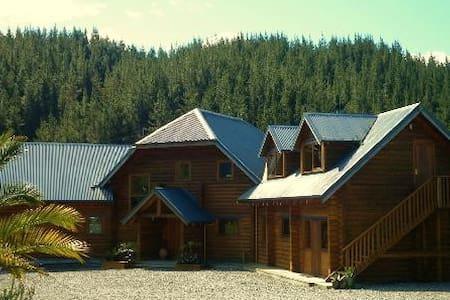 MOT Lodge BNB - Ngatimoti - Bed & Breakfast