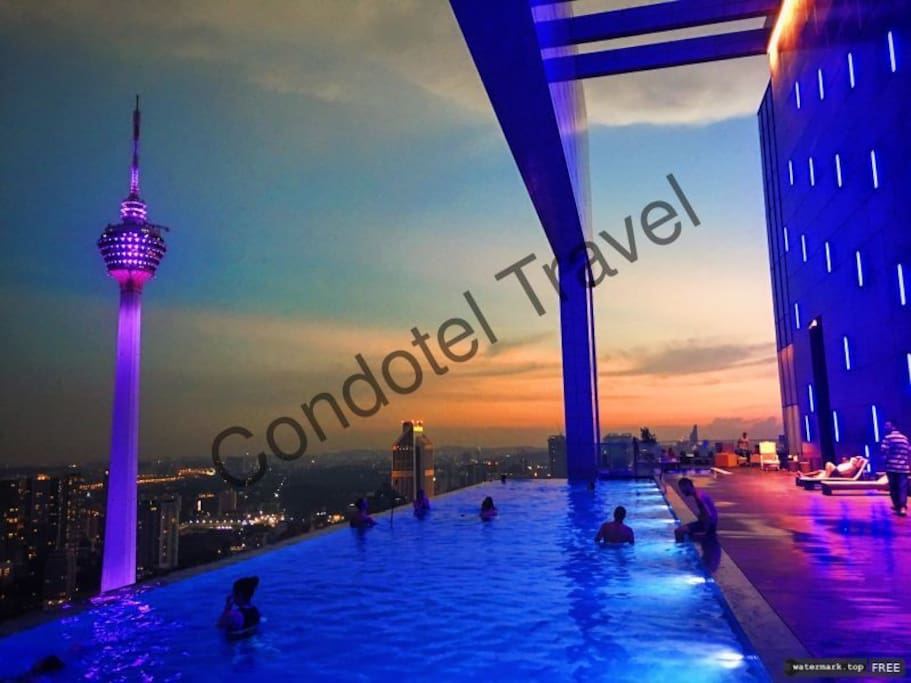 spectacular views from the 51 storey Sky-Deck infinity pool