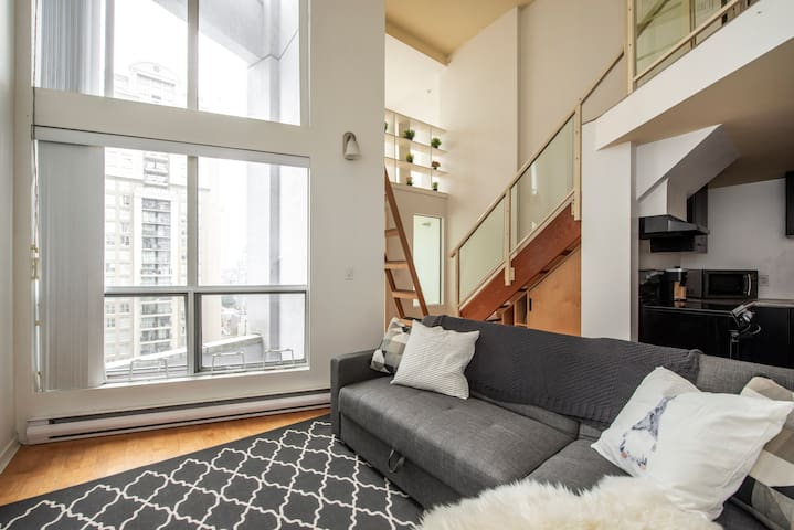 Yaletown Loft, 360 degree views! +Parking
