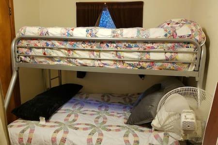 Nice queen bedroom and/or bunk room - Leavenworth