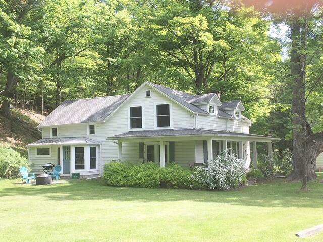 Brigadoon--Magical 3BR Farmhouse in Woodstock