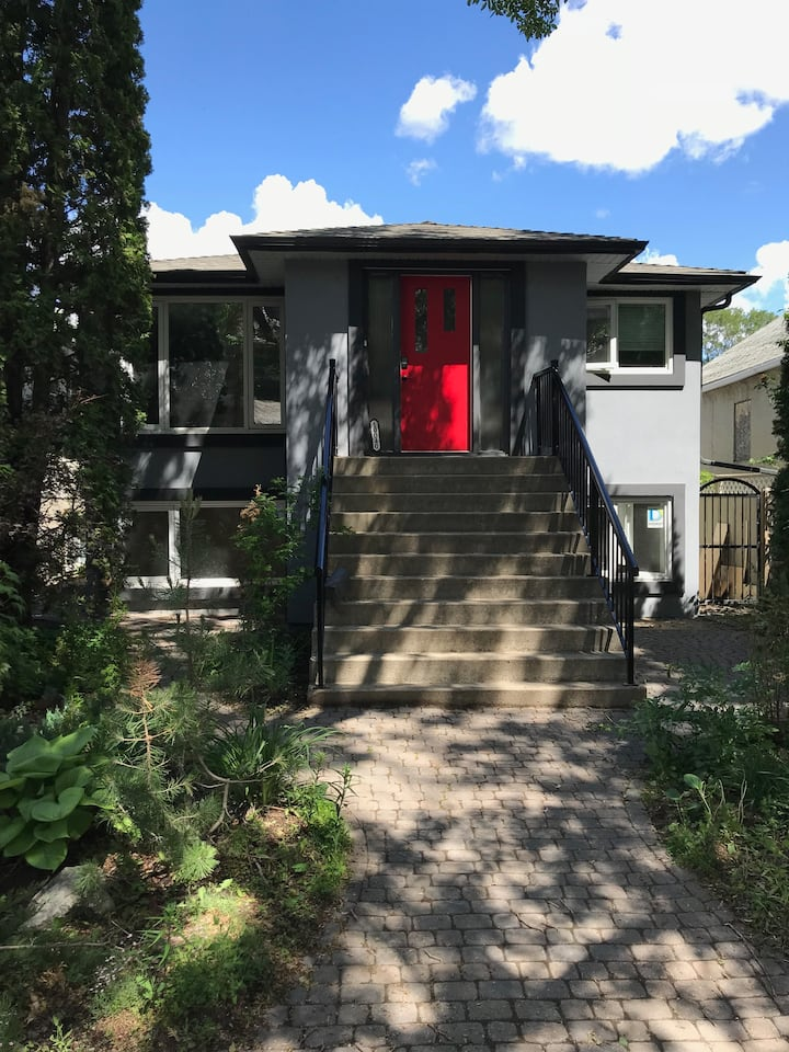1300 sqft Luxury duplex in historic Old Strathcona