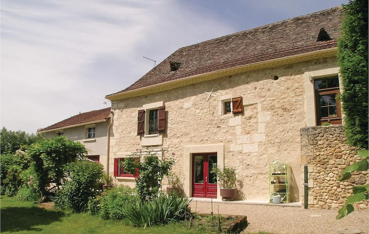 Holiday cottage with 6 bedrooms on 290m² in St Martin des Combes