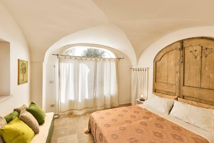 Terra Sessana. The Room of the Door