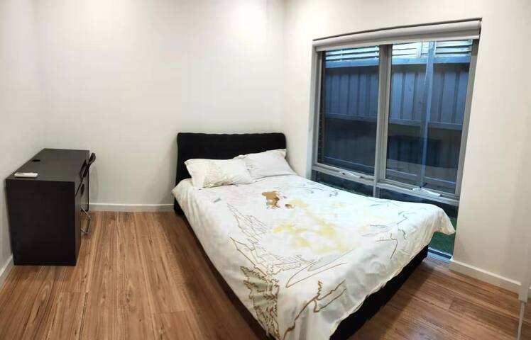 Clean Guest Room in Murrumbeena