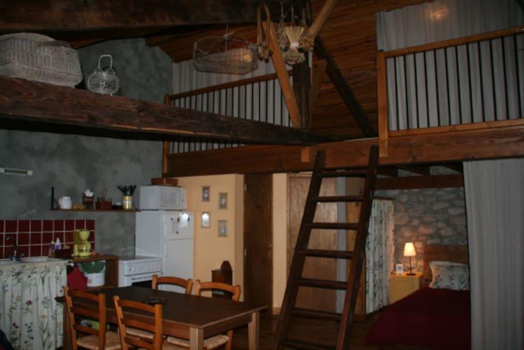 La pièce à vivre avec la mezzanine