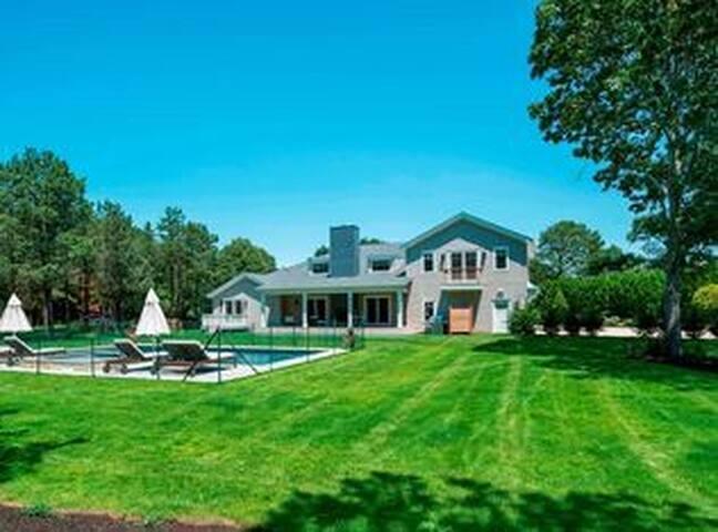 5 Star Hamptons Retreat: Brand New Construction