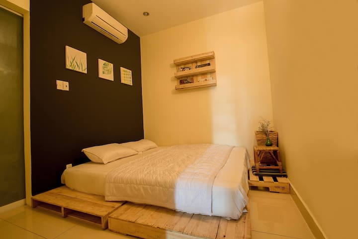 Value room queen bed size/private bathroom - Ho Chi Minh City - Apartemen